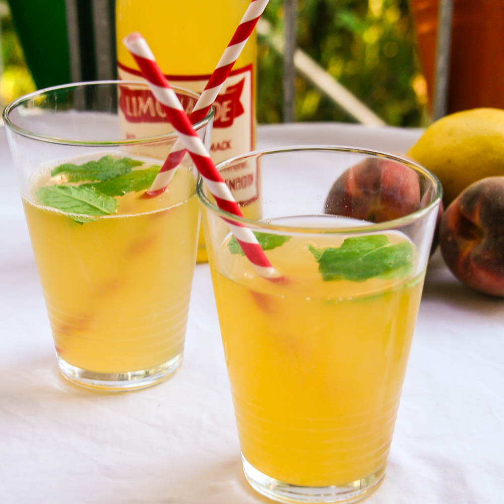 Easy Peasy Peach Mint Limonade
