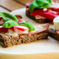Belegte Brote im Backofen überbacken