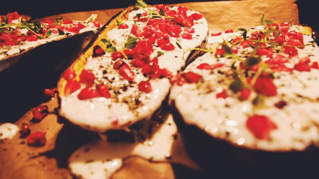 Buttermilch-Aubergine mit Granatapfel