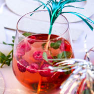 Champagner-Drink mit Himbeeren