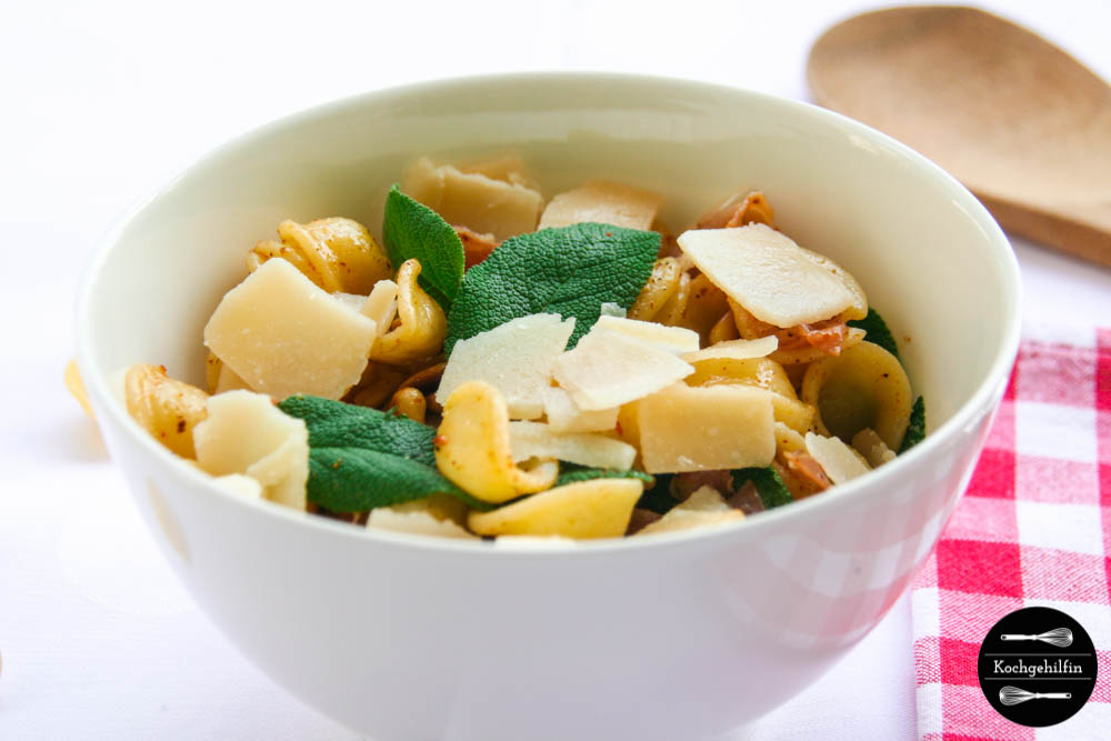 Pasta mit Salbei und Parmaschinken